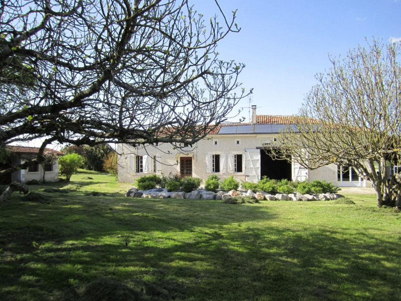 Sale house / villa Barbezieux-saint-hilaire 208 000€ - Picture 1