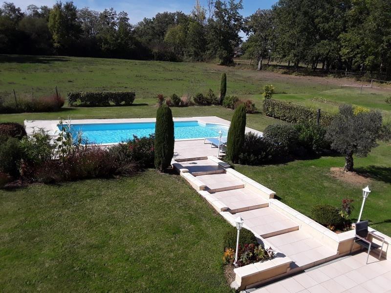Revenda residencial de prestígio casa Bazas 680600€ - Fotografia 2