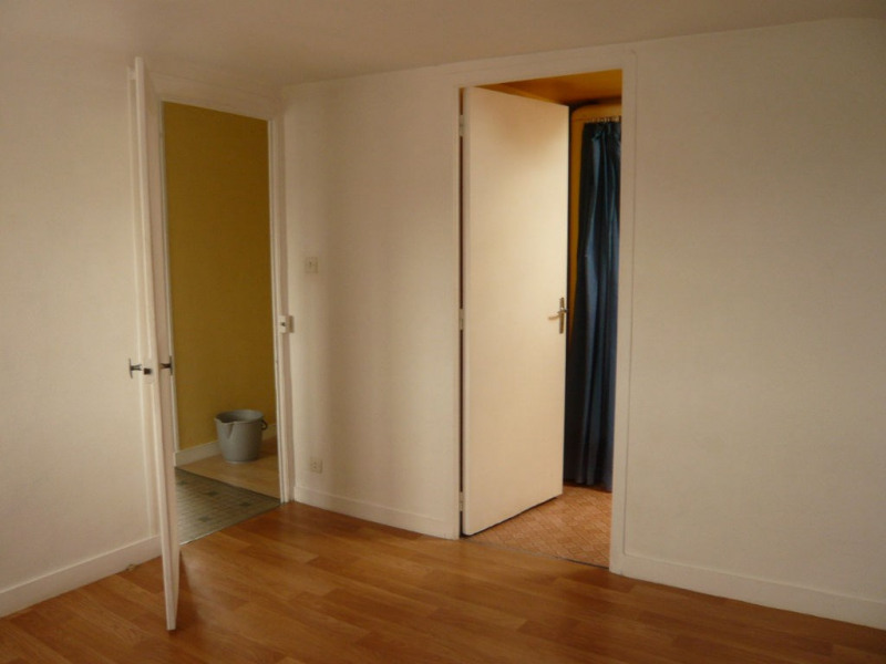Rental apartment Laval 295€ CC - Picture 2