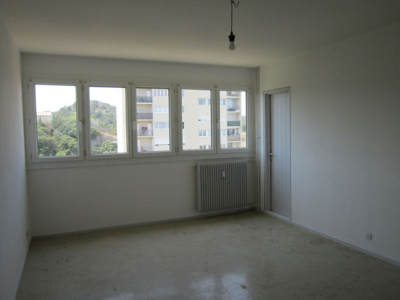 Location appartement Villeneuve les avignon 570€ CC - Photo 2