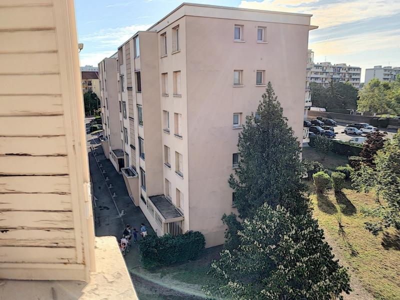 Revenda apartamento Lyon 8ème 139000€ - Fotografia 10