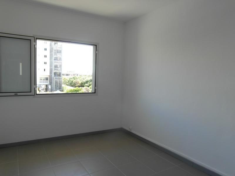 Rental apartment St denis 830€ CC - Picture 4