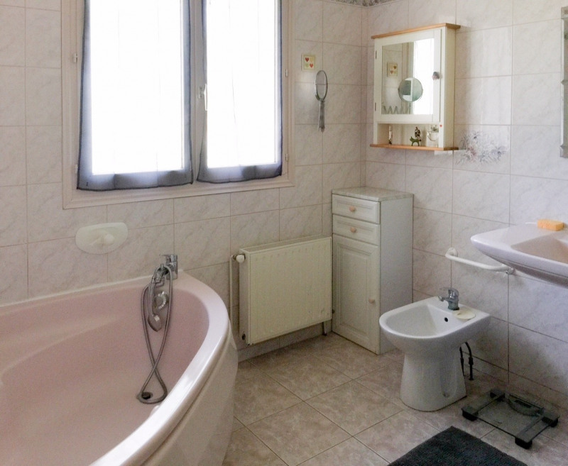 Sale house / villa Ver sur mer 349900€ - Picture 8