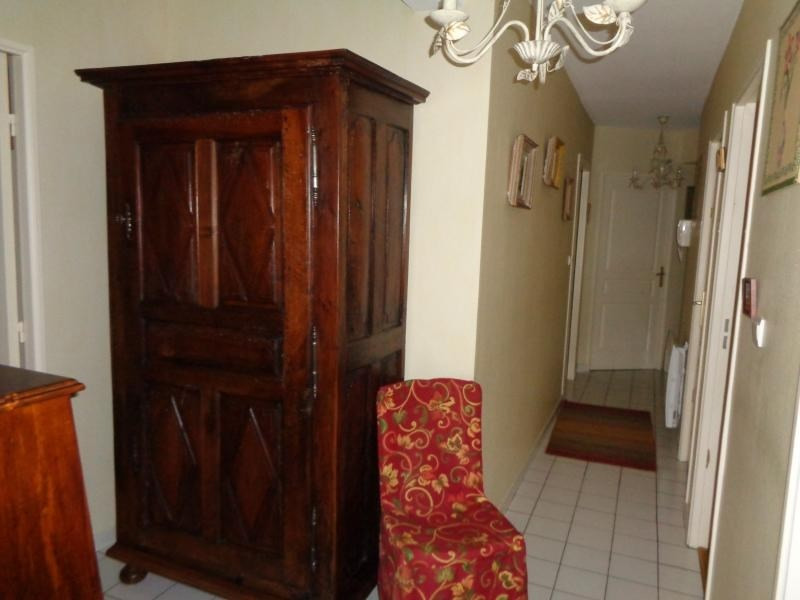 Sale apartment Niort 257250€ - Picture 2
