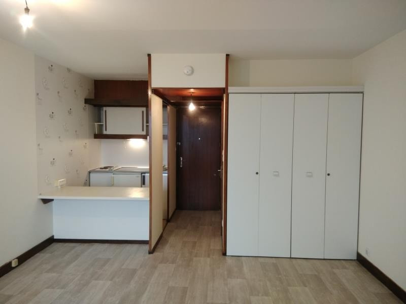 Rental apartment Vendome 327€ CC - Picture 1