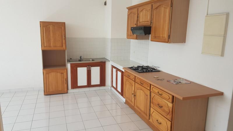 Rental apartment Saint pierre 600€ CC - Picture 2