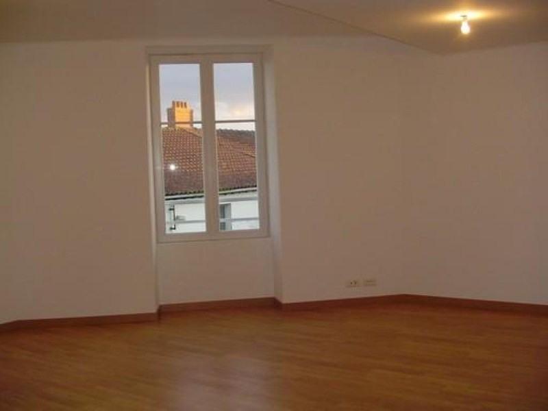 Location appartement Ste pazanne 585€ CC - Photo 2