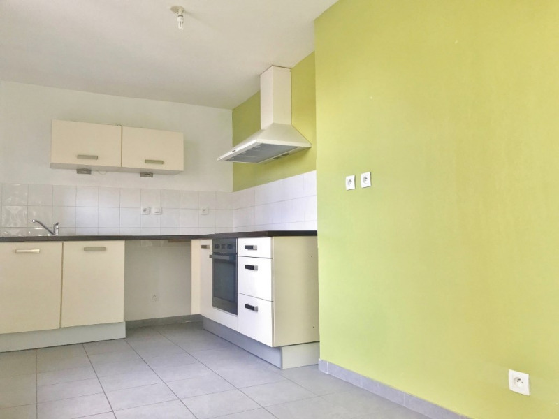 Rental apartment Bourgoin jallieu 670€ CC - Picture 2