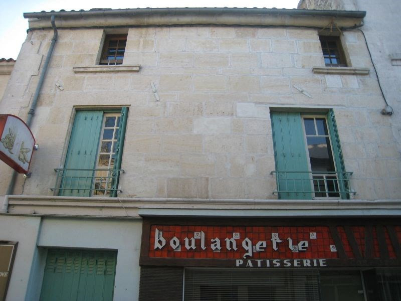 Maison avec magasin centre de fontenay