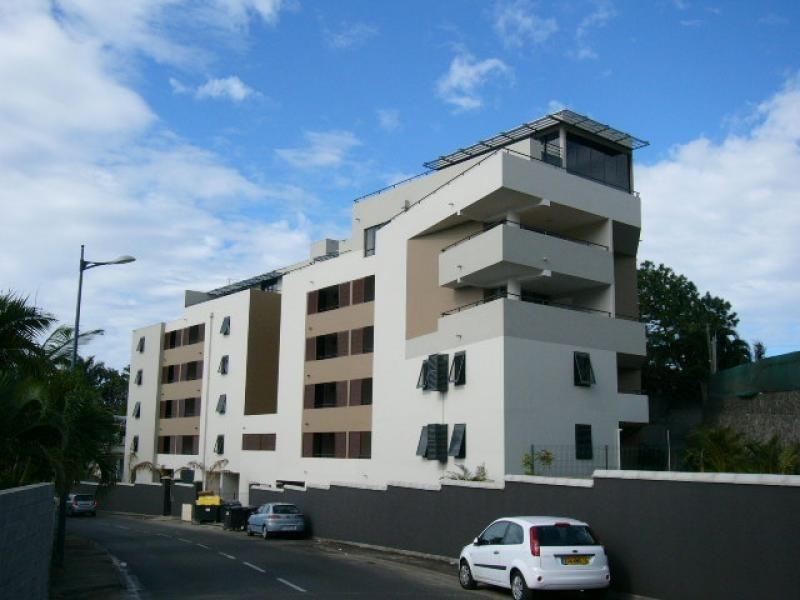 Rental apartment St denis 285€ CC - Picture 1