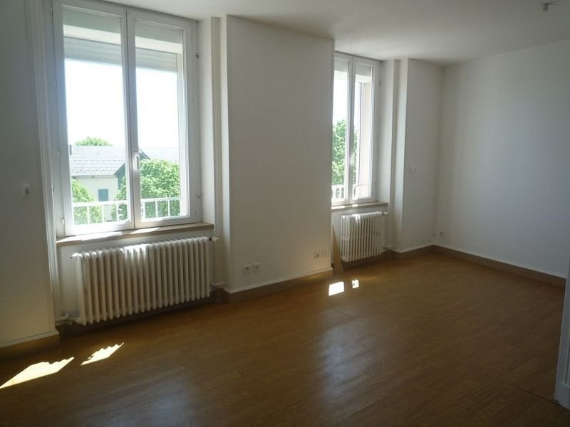 Rental apartment St agreve 454€ CC - Picture 1