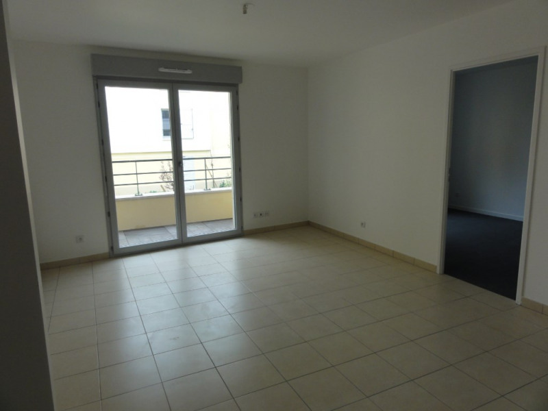Location appartement La rochette 685€ CC - Photo 2