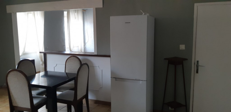 Rental apartment Lambesc 750€ CC - Picture 7