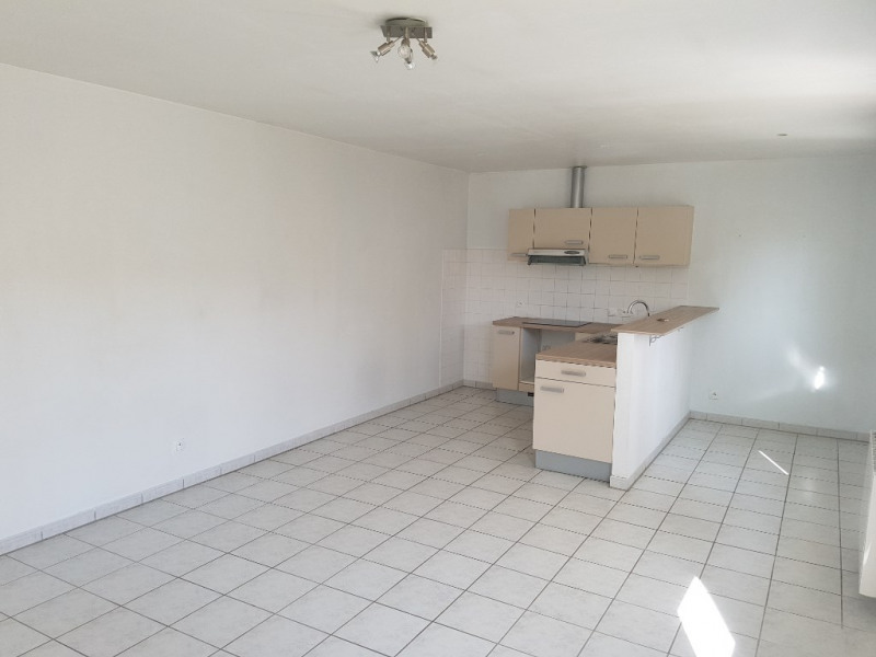 Rental apartment Riscle 370€ CC - Picture 2
