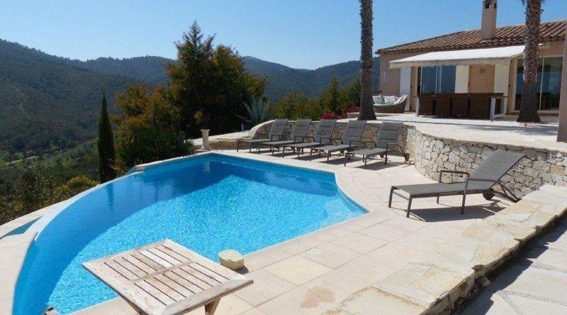 Deluxe sale house / villa Les issambres 1075000€ - Picture 2