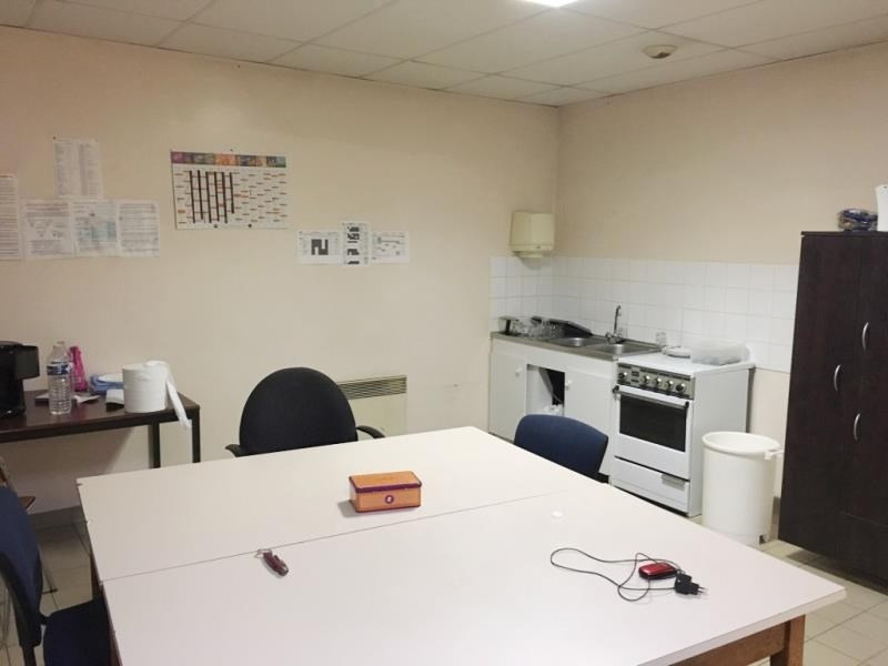 Location local commercial Fougeres 1500€ HT/HC - Photo 5