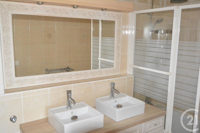 Location appartement Antibes 1 260€ CC - Photo 5