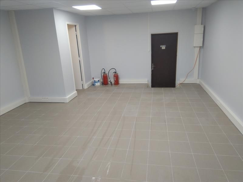Location local commercial Villejuif 1 040€ HT/HC - Photo 2