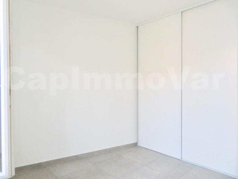Rental apartment Le beausset 780€ CC - Picture 3