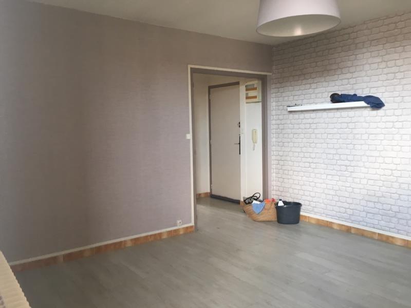 Rental apartment Salon de provence 760€ CC - Picture 1