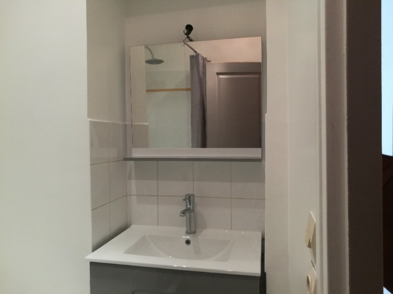 Location appartement Paris 18ème 1 200€ CC - Photo 3