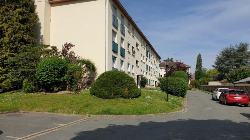 Rental apartment Montfort-l'amaury 1280€ CC - Picture 1