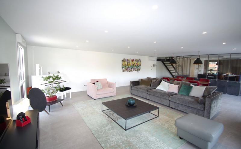 Deluxe sale apartment Brindas 565000€ - Picture 3