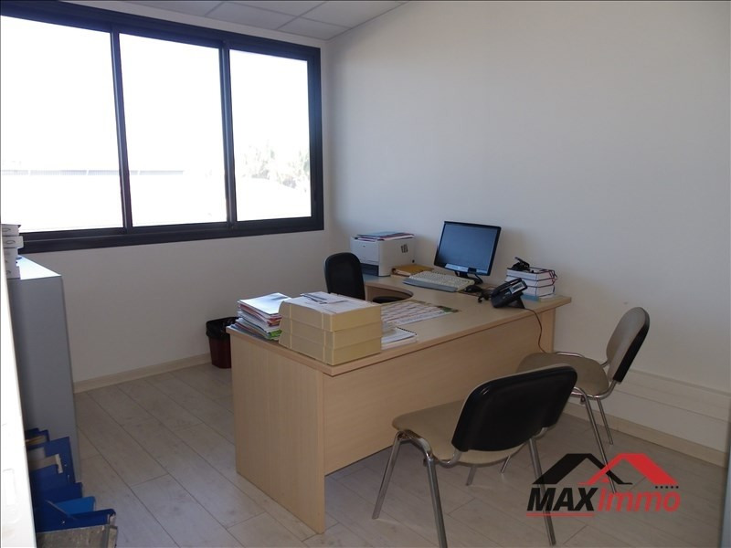 Location local commercial St  louis 2 640€ HT/HC - Photo 3