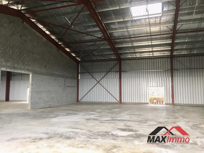 Location local commercial St pierre 9240€ HT/HC - Photo 1