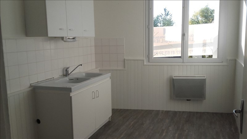 Rental apartment St macaire en mauges 450€ CC - Picture 3