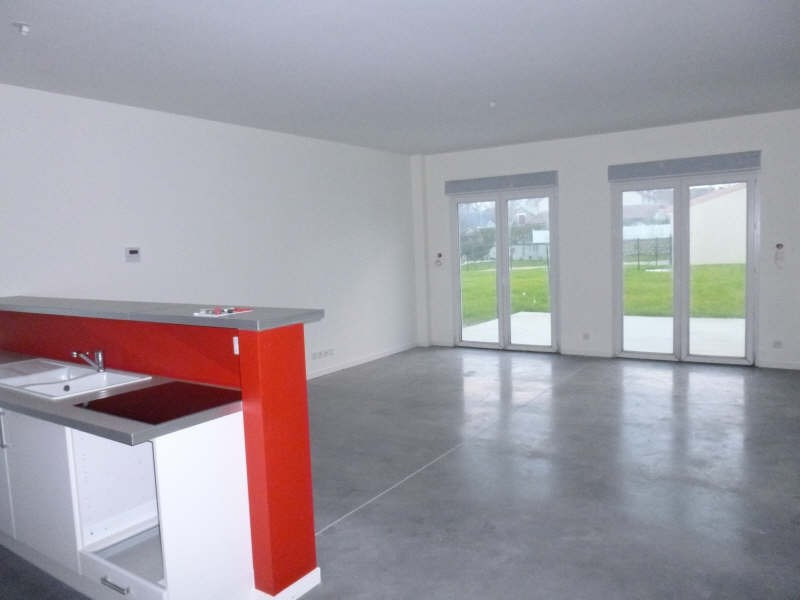 Location maison / villa Jaunay clan 870€ CC - Photo 3