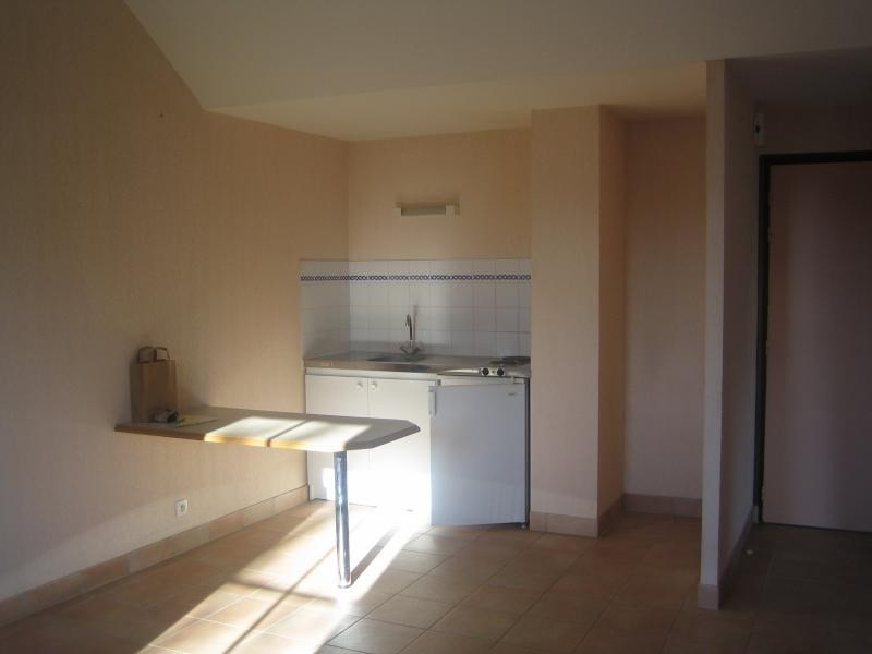 Rental apartment St ave 427€ CC - Picture 1