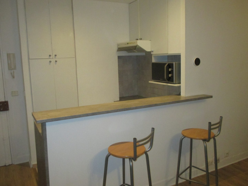 Rental apartment Paris 14ème 995€ CC - Picture 1