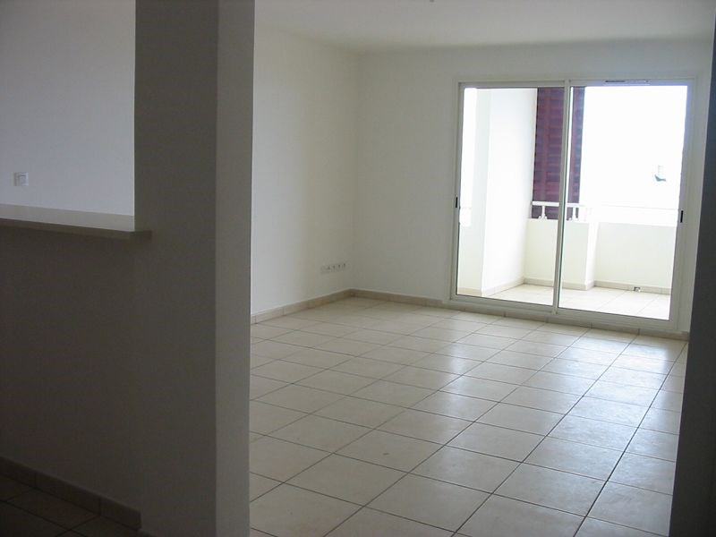 Location appartement Ste clotilde 705€ CC - Photo 3