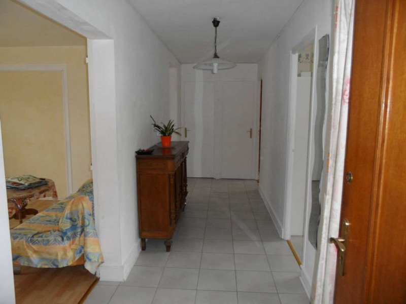 Investment property apartment Laval 102 100€ - Picture 3
