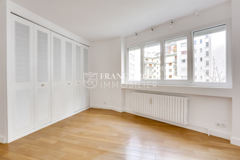 Location appartement Paris 16ème 2 630€ CC - Photo 11