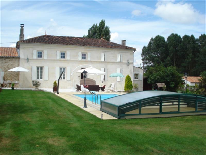 Sale house / villa Tonnay-charente 468000€ - Picture 1