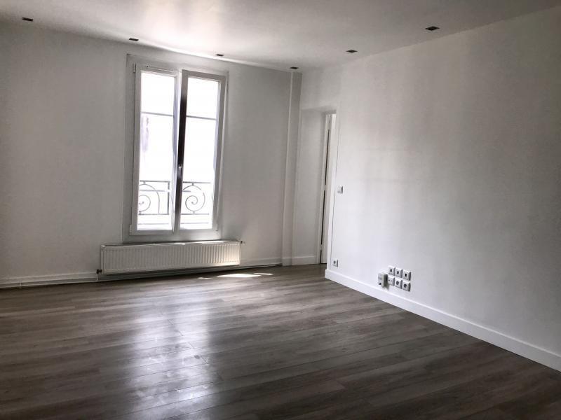 Rental apartment Paris 10ème 2050€ CC - Picture 1
