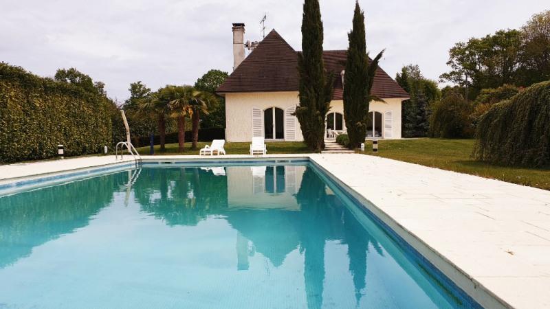 Deluxe sale house / villa Grosrouvre 1196000€ - Picture 2