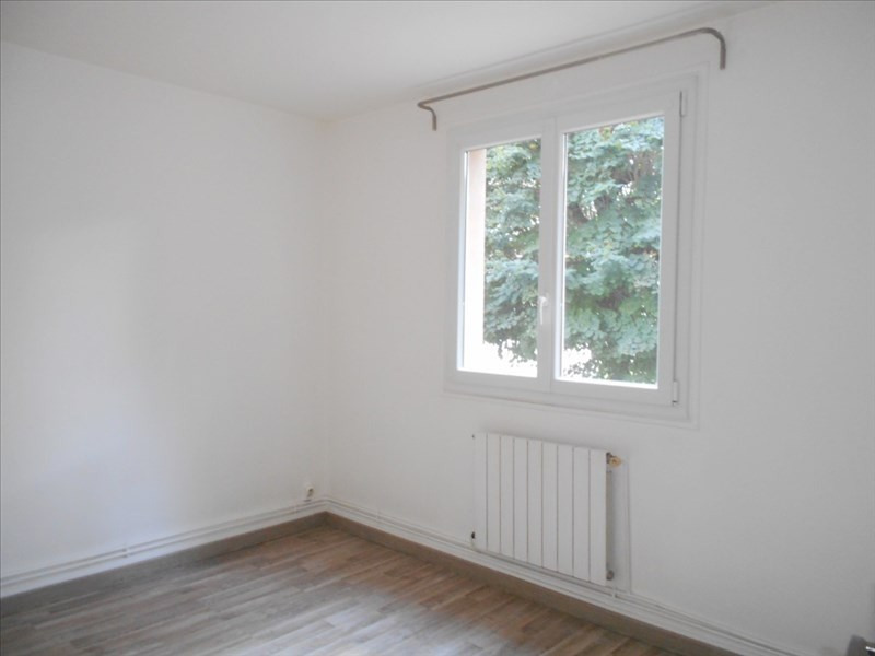 Location appartement Le mesnil le roi 1 097€ CC - Photo 4