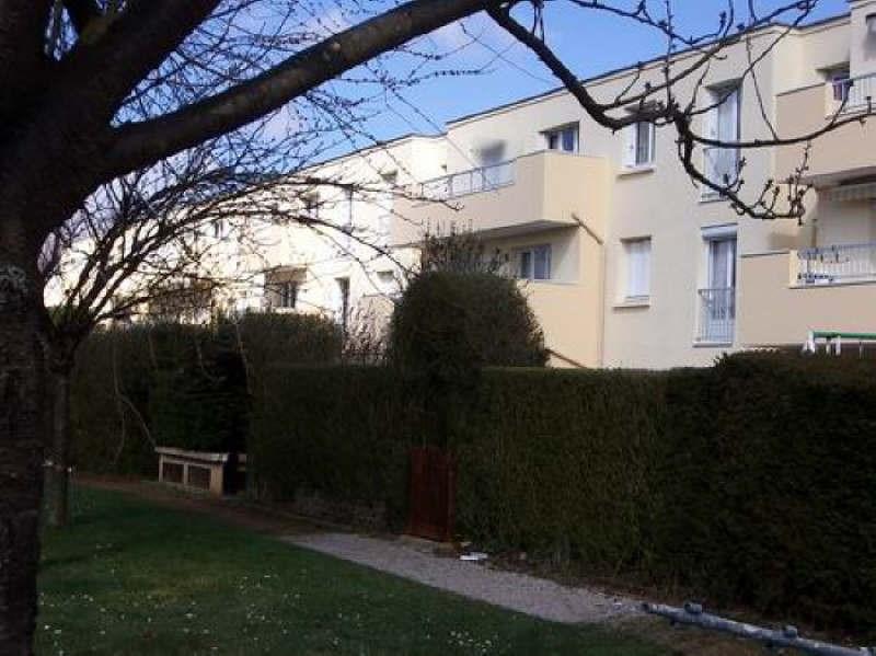 Rental apartment Montigny le bretonneux 850€ CC - Picture 1
