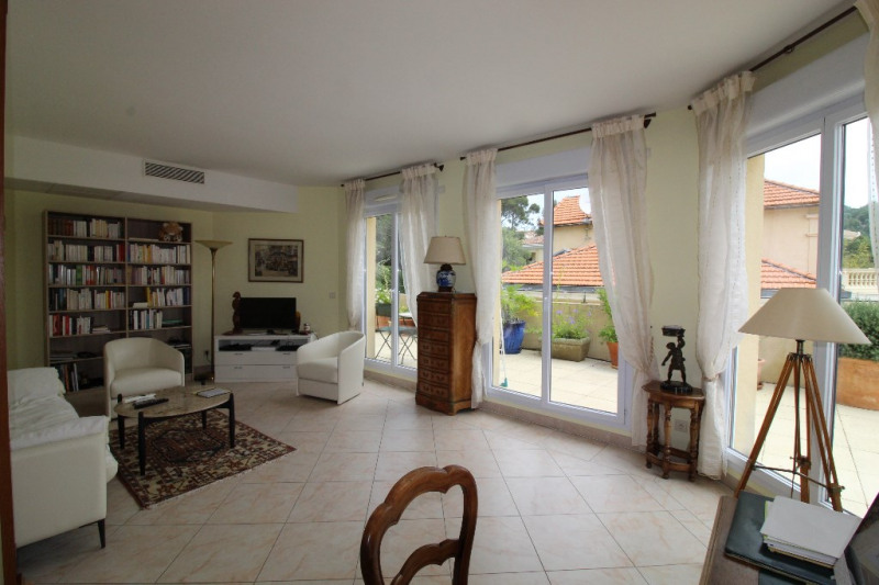 Vente de prestige appartement Hyeres 676000€ - Photo 2