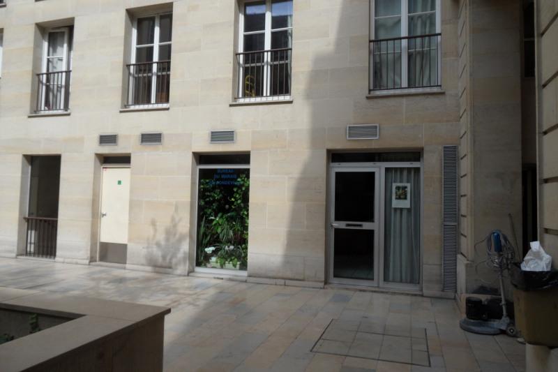 Vente bureau Paris 3ème 399000€ - Photo 2
