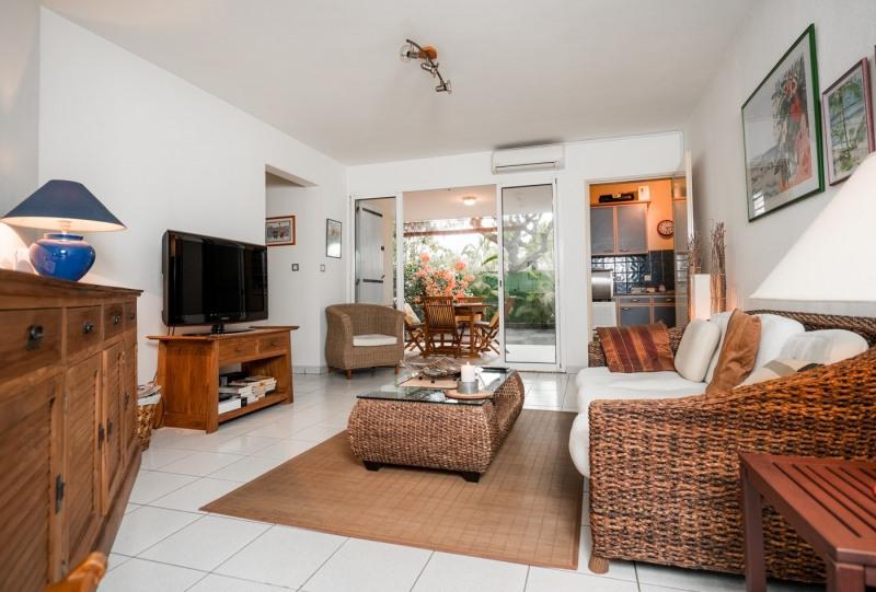 Alquiler vacaciones  apartamento Saint gilles les bains 560€ - Fotografía 1