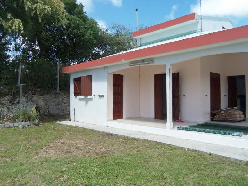 Rental house / villa Ste anne 750€ CC - Picture 2