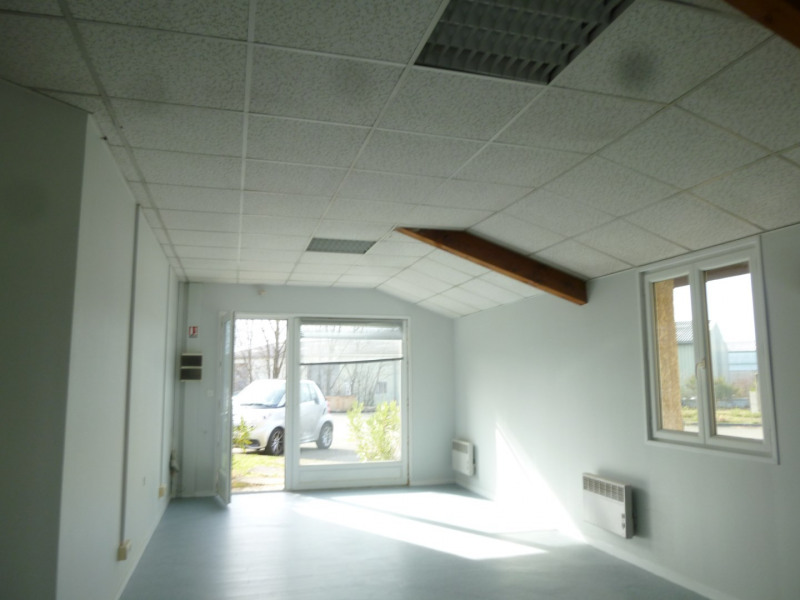 Location local commercial Brignais 1 220€ HT/HC - Photo 2