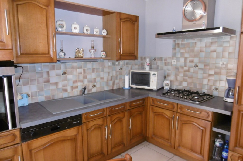 Sale house / villa Yvre l eveque 313040€ - Picture 3