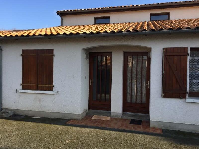 Location appartement St benoit 475€ CC - Photo 1