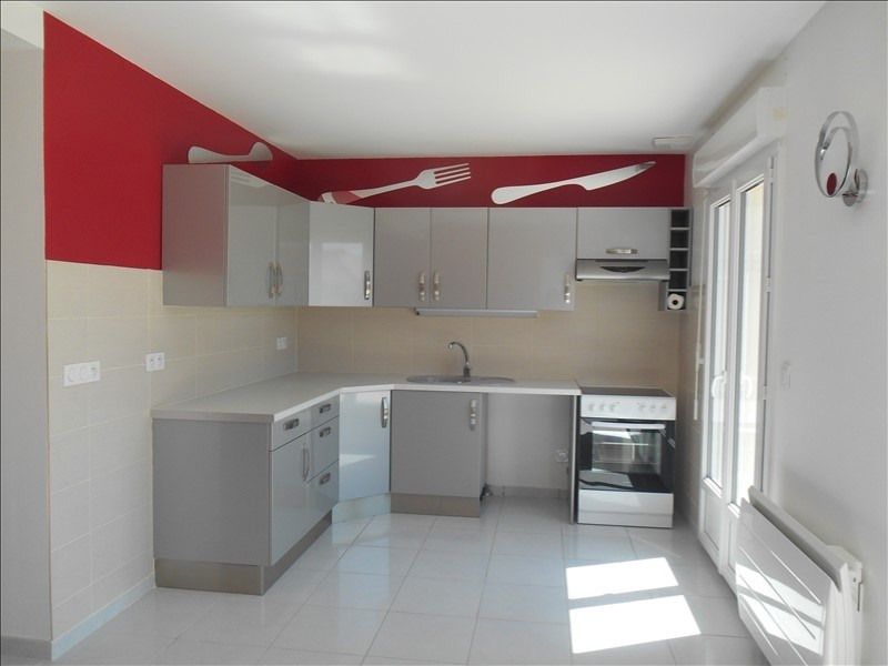 Location maison / villa Saint andre les vergers 1120€ CC - Photo 2