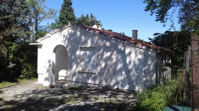 Pavillon avec remise et jardin